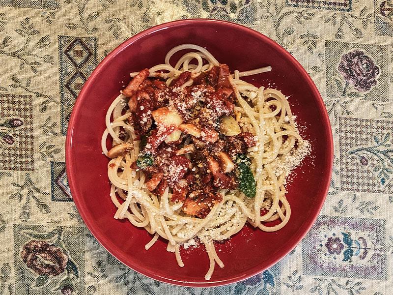 Spaghettis à la sauce tomate et menthe fraîche