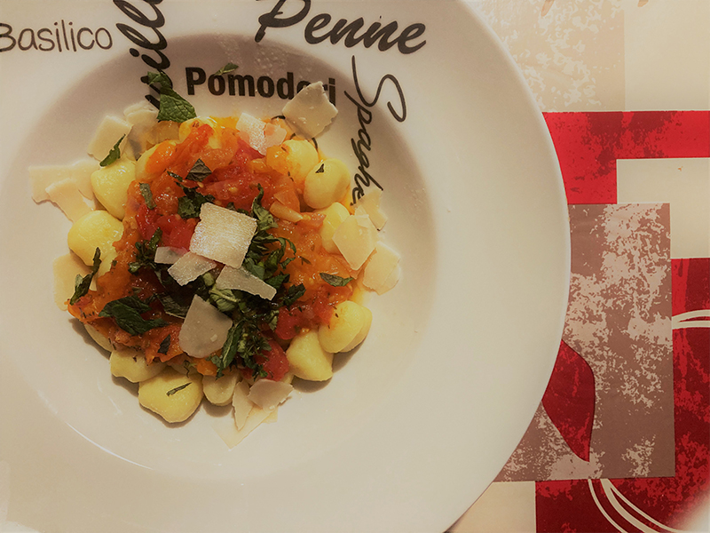 Gnocchis aux tomates, huile menthe-basilic